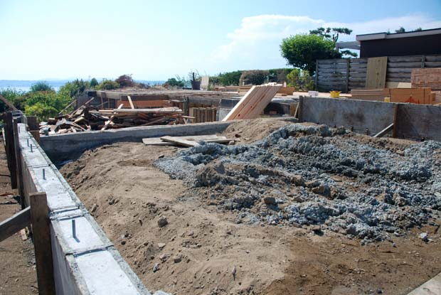 Garage pour complete a house by the park for Cost of concrete foundation for garage